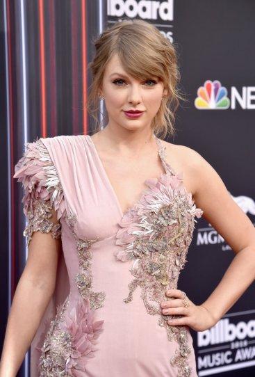 Taylor Swift in Atelier Versace-4