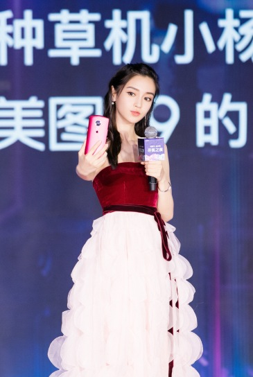 Angelababy in Oscar de la Renta Fall 2018-2