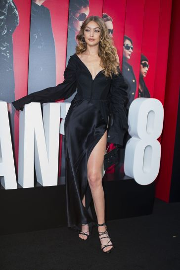 Gigi Hadid in Vera Wang Spring 2018-2