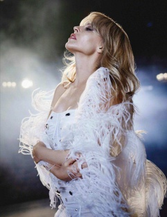 Kylie Minogue for Vogue Spain July 2018-4