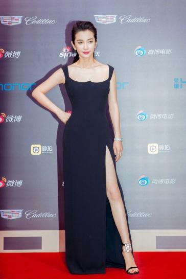 Li Bing bing in Versace Spring 2018-ˇ
