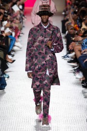 Valentino Spring 2019 Menswear Look 1