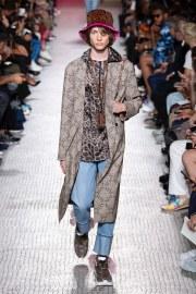 Valentino Spring 2019 Menswear Look 16