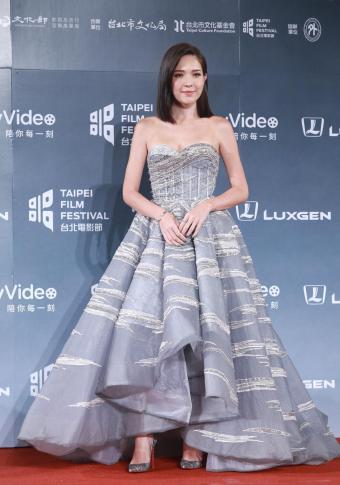 Ann Hsu in The Atelier Fall 2017 Couture-4