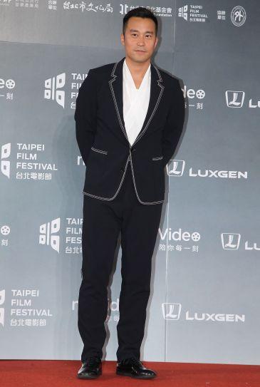 Joseph Chang in Boss Spring 2018 Menswear-1