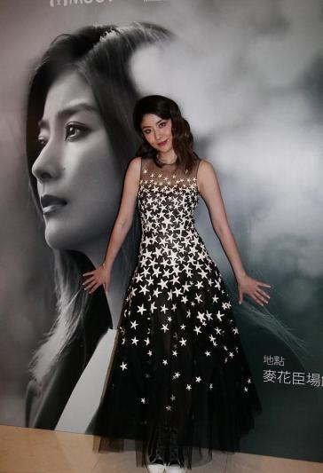 Kelly Chen in Oscar de la Renta Pre-Fall 2018-4