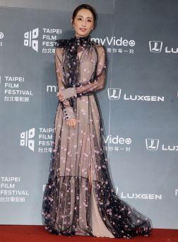 Ko Chia-yen in Blumarine Fall 2018-3