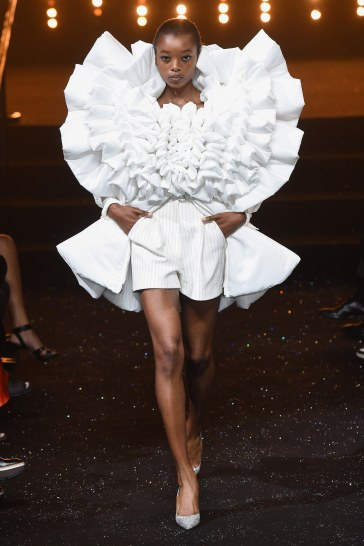 Viktor & Rolf Fall 2018 Couture Look 12