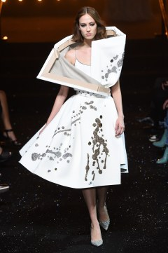 Viktor & Rolf Fall 2018 Couture Look 20