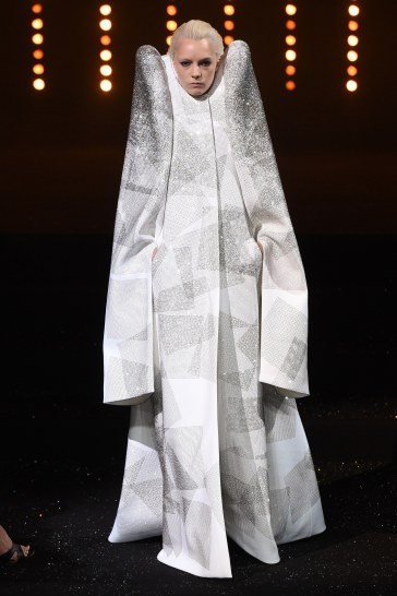 Viktor & Rolf Fall 2018 Couture Look 25
