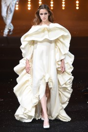 Viktor & Rolf Fall 2018 Couture Look 8