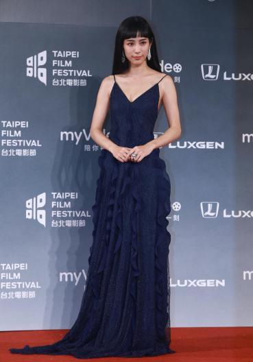 Wen Chen-Ling in Blumarine Fall 2018-2