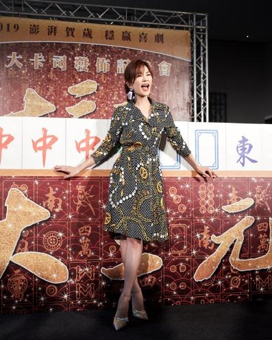 Ella Chen in Moschino Fall 2018-1