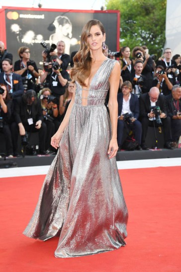 Izabel Goulart in Alberta Ferretti Fall 2018-5