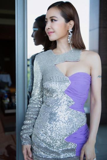 Jolin Tsai in Moschino Fall 2018-2