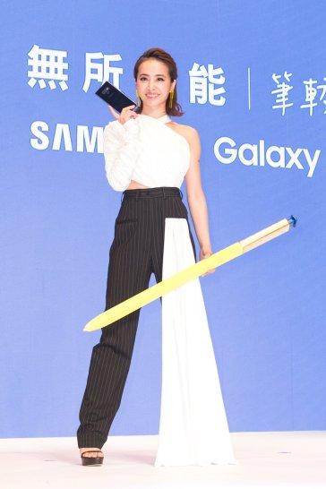 Jolin Tsai in Seen Users Fall 2017-1
