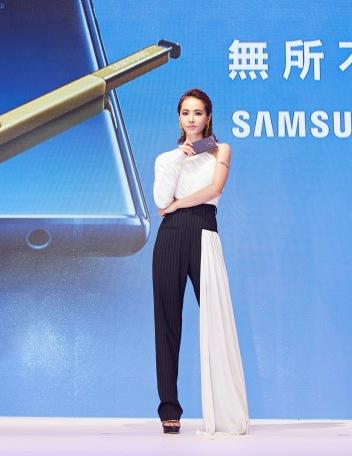 Jolin Tsai in Seen Users Fall 2017-2