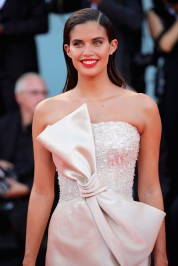 Sara Sampaio in Armani Privé Fall 2018 Couture-2