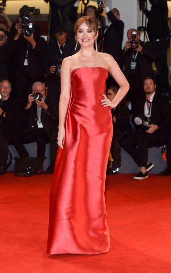 Dakota Johnson in Dior Fall 2018 Couture-3