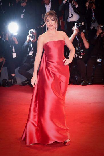 Dakota Johnson in Dior Fall 2018 Couture-4
