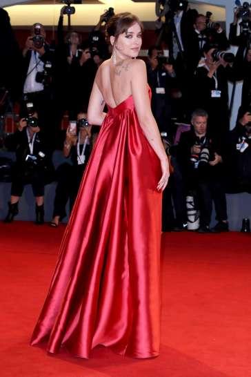 Dakota Johnson in Dior Fall 2018 Couture-5