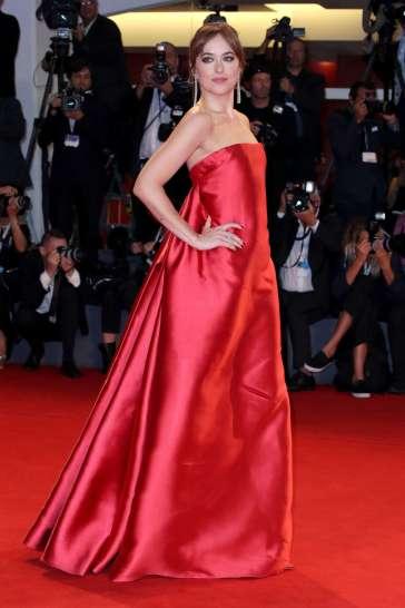 Dakota Johnson in Dior Fall 2018 Couture-6
