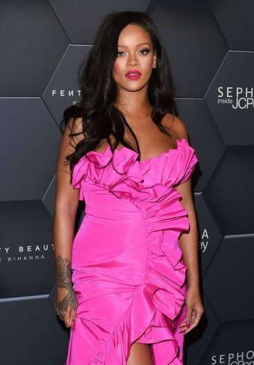 Rihanna in Calvin Kleinby Appointment-1