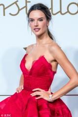 Alessandra Ambrosio in Zuhair Murad Fall 2018 Couture-2