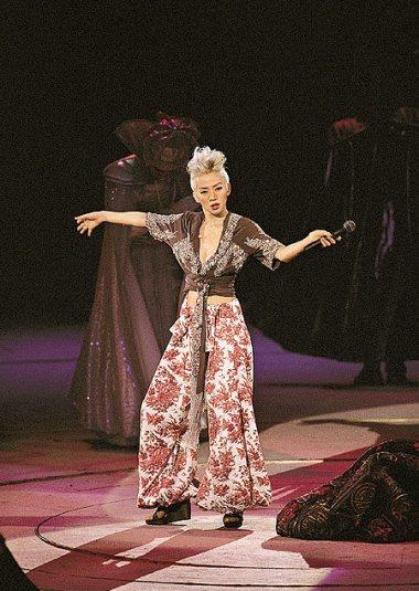 Anita Mui Yim-fong in Dior Fall 2001 Couture-1