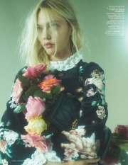 Sasha Pivovarova Vogue Russia November 2018-4