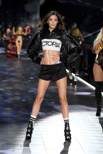 2018 Victoria's Secret Fashion Show-Angels in the City-11