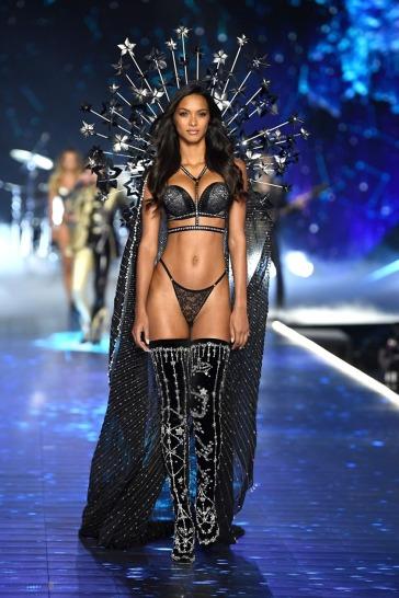 2018 Victoria's Secret Fashion Show-Celestrial Angels-13