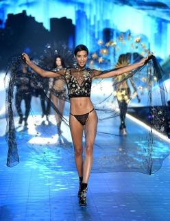 2018 Victoria's Secret Fashion Show-Celestrial Angels-7