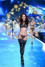 2018 Victoria's Secret Fashion Show-Celestrial Angels-8