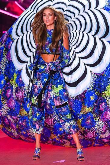 2018 Victoria's Secret Fashion Show-Mary Katrantzou Floral Fantasy-15