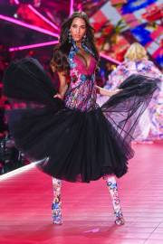 2018 Victoria's Secret Fashion Show-Mary Katrantzou Floral Fantasy-3
