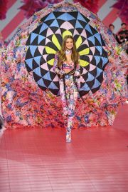 2018 Victoria's Secret Fashion Show-Mary Katrantzou Floral Fantasy-4