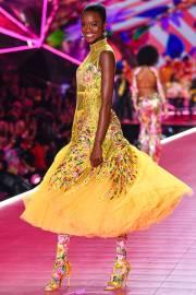 2018 Victoria's Secret Fashion Show-Mary Katrantzou Floral Fantasy-9