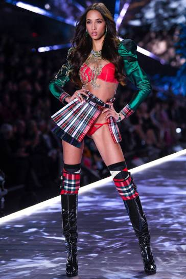 2018 Victoria's Secret Fashion Show-Opening-12