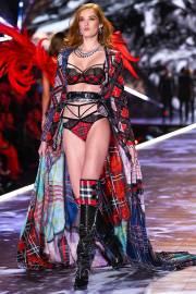 2018 Victoria's Secret Fashion Show-Opening-2