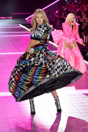 2018 Victoria's Secret Fashion Show-PINK-13