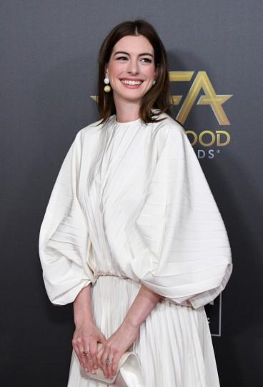 Anne Hathaway in Valentino Spring 2019-1