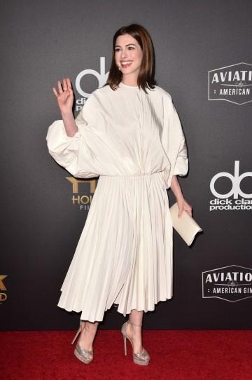 Anne Hathaway in Valentino Spring 2019-2