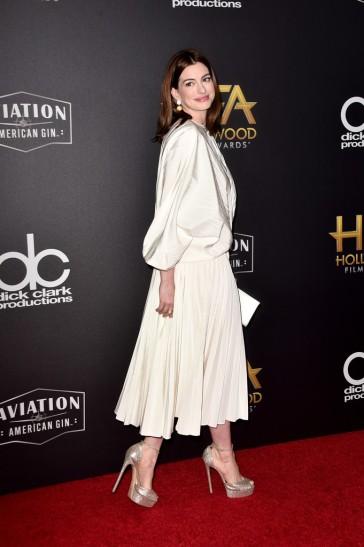 Anne Hathaway in Valentino Spring 2019-4