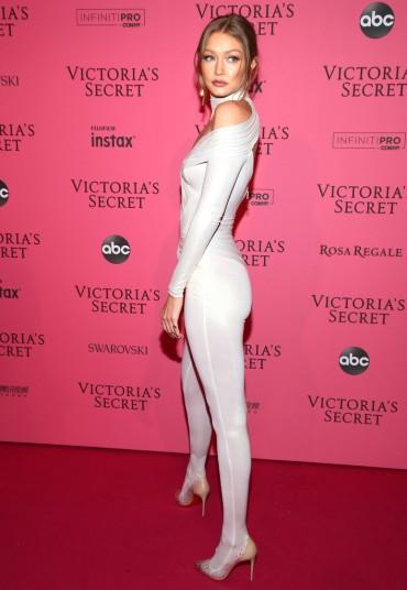 Gigi Hadid in Versace-1