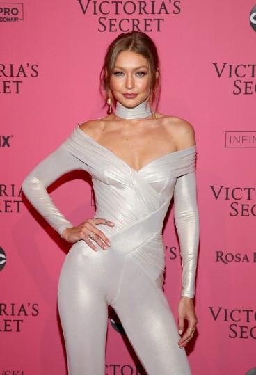 Gigi Hadid in Versace-2