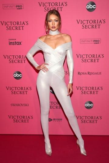 Gigi Hadid in Versace-3