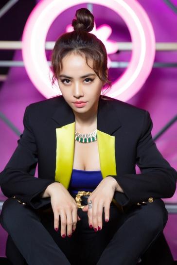 Jolin Tsai in Versace Fall 2018-1