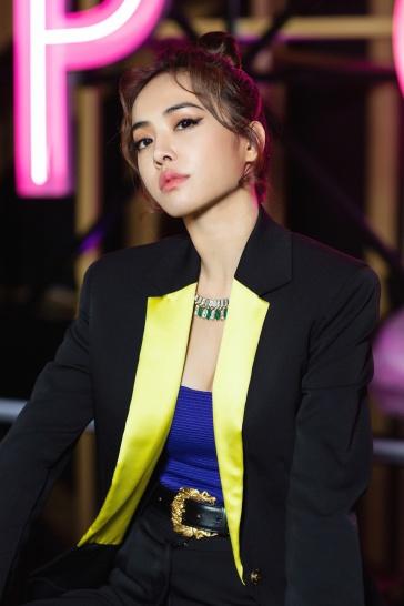 Jolin Tsai in Versace Fall 2018-3