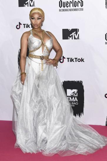 Nicki Minaj in Atelier Versace-2